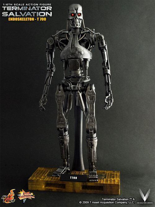 hot-toys-terminator-t700-01