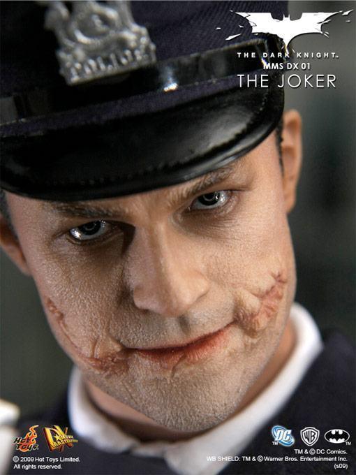 hot-toys-joker-police-final-04