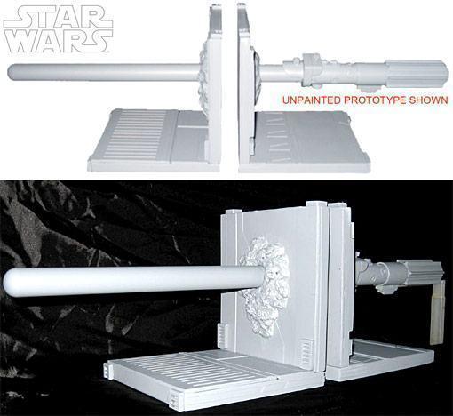 Star-Wars-Illuminated-Lightsaber-Bookends-01