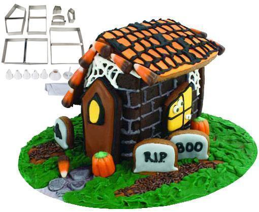 Halloween-Gingerbread-Haunted-House