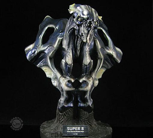 Super-8-Alien-Bust-01