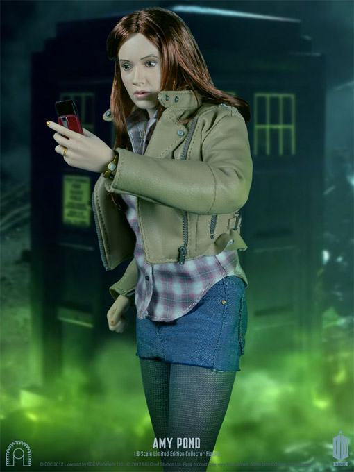 Amy-Pond-Doctor-Who-Collector-Figure-04