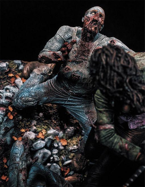 McFarlane-Michonne-Resin-Statue-03
