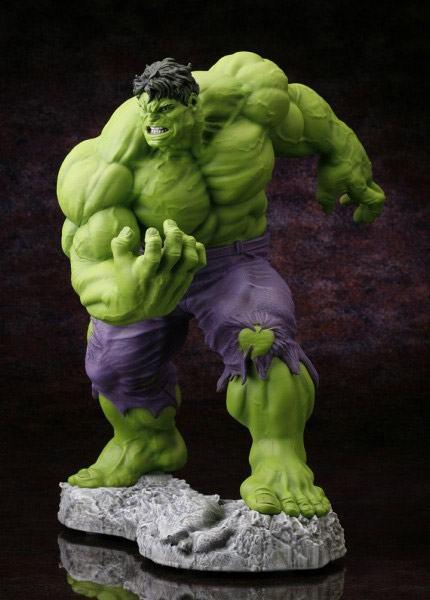 Hulk-Classic-Avengers-Fine-Art-Statue-02