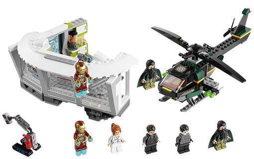 Lego-Iron-Man-3-Malibu-Mansion-Attack-04