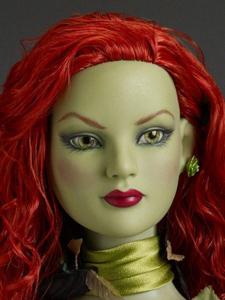 Poison-Ivy-Dressed-Tonner-Character-Figure-02