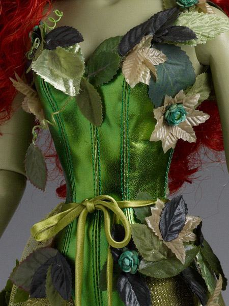 Poison-Ivy-Dressed-Tonner-Character-Figure-03