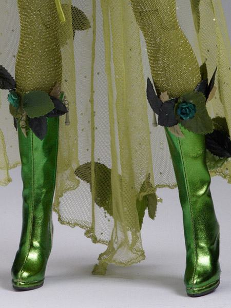 Poison-Ivy-Dressed-Tonner-Character-Figure-05