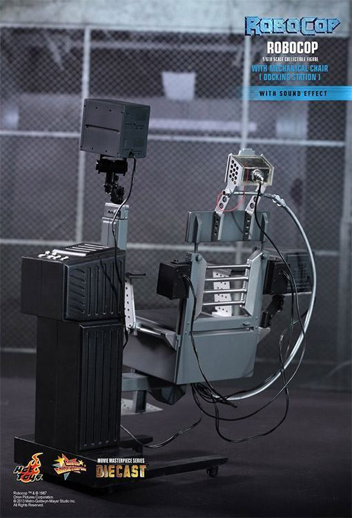 Robocop-Mechanical-Chair-Hot-Toys-03