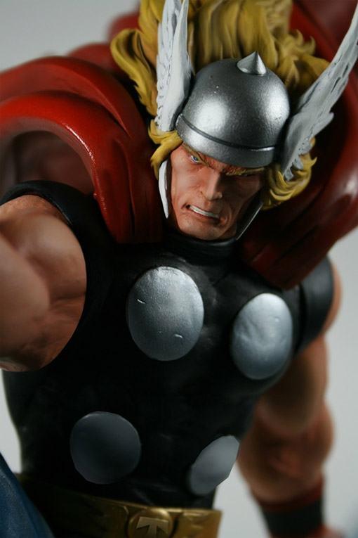 Thor-Strike-Down-Estatua-Bowen-02