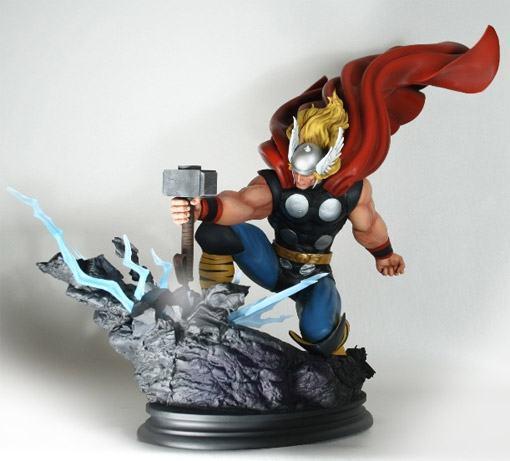 Thor-Strike-Down-Estatua-Bowen-03