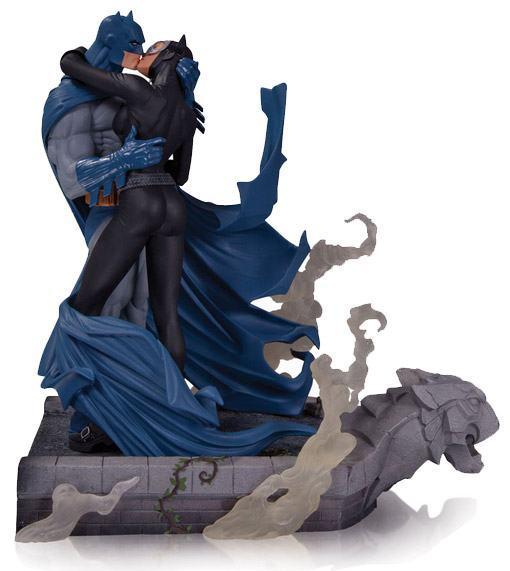 Batman-Catwoman-Kiss-Batman-Hush-Statue-02