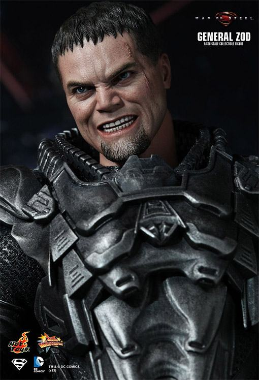 General-Zod-Hot-Toys-Action-Figure-05