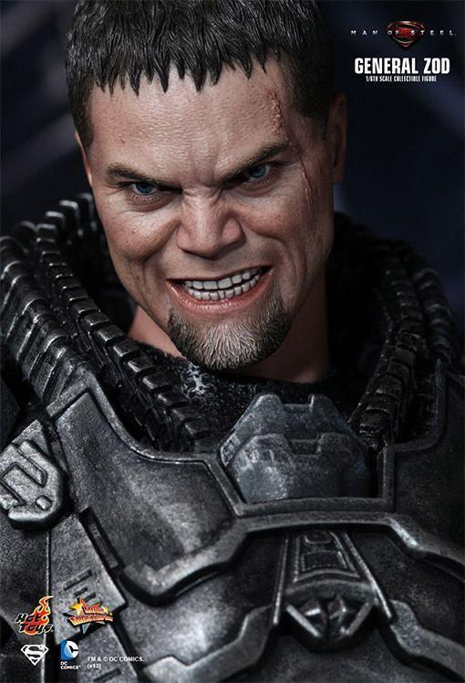 General-Zod-Hot-Toys-Action-Figure-06