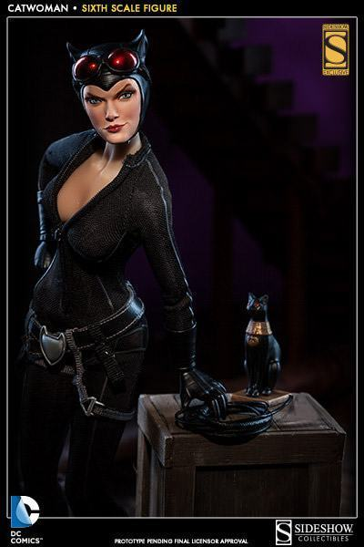 Catwoman-Sixth-Scale-Figure-Sideshow-01
