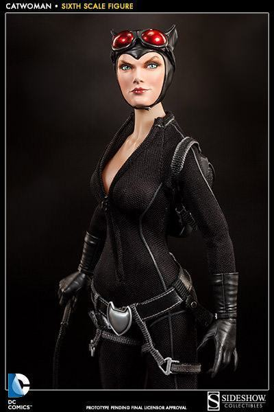 Catwoman-Sixth-Scale-Figure-Sideshow-03