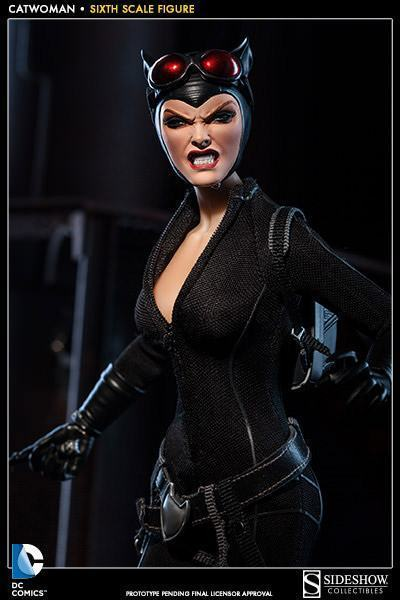 Catwoman-Sixth-Scale-Figure-Sideshow-04