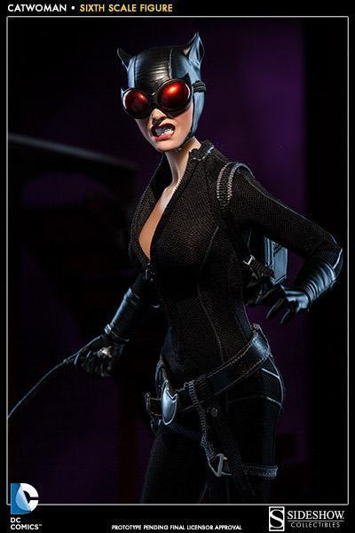 Catwoman-Sixth-Scale-Figure-Sideshow-05
