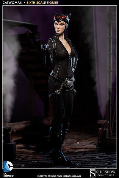 Catwoman-Sixth-Scale-Figure-Sideshow-07