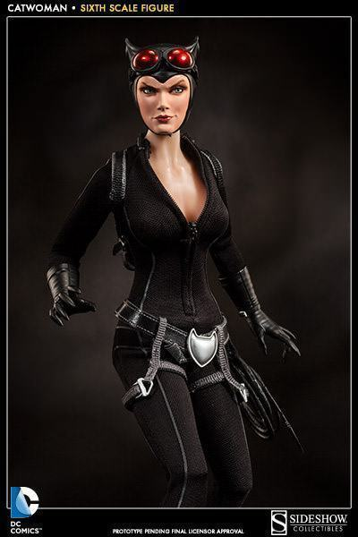 Catwoman-Sixth-Scale-Figure-Sideshow-08