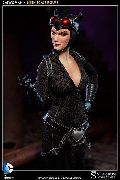 Catwoman-Sixth-Scale-Figure-Sideshow-09