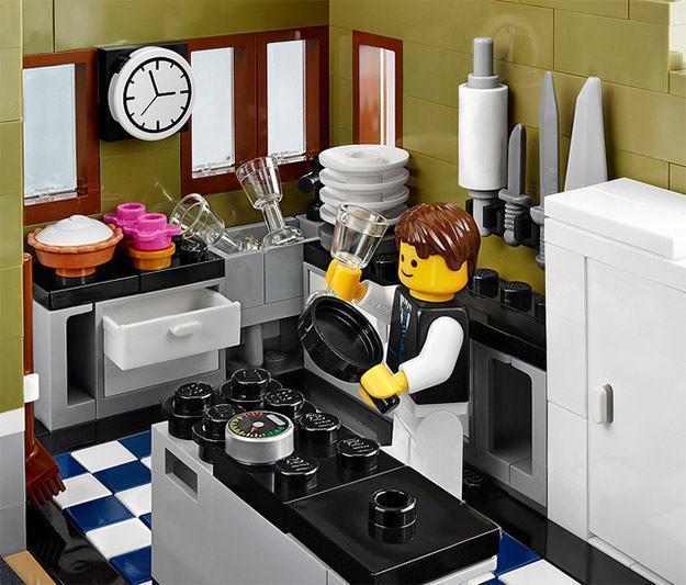 LEGO-Parisian-Restaurant-07