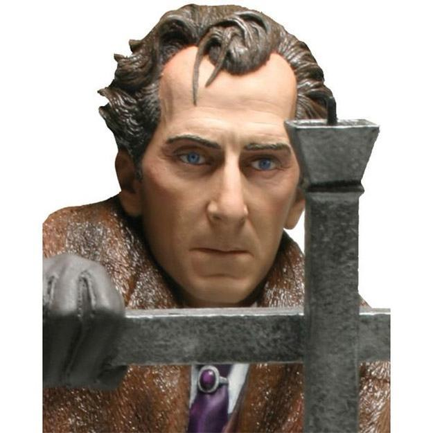 Peter-Cushing-as-Van-Helsing-Hammer-Masterpiece-Collection-Maxi-Bust-02
