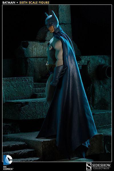Batman-Sixth-Scale-Figure-Sideshow-06