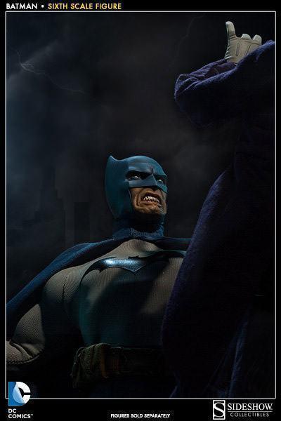 Batman-Sixth-Scale-Figure-Sideshow-08