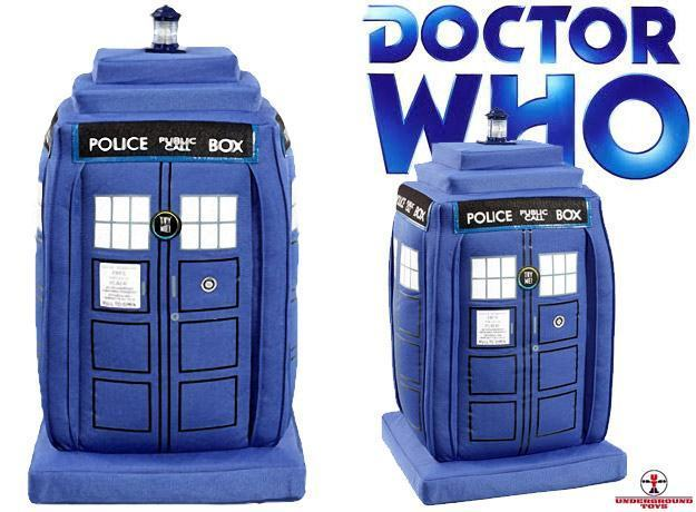 Doctor-Who-Deluxe-TARDIS-Talking-Light-Up-Plush-Pelucia-01