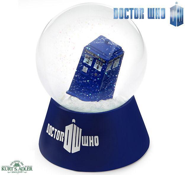 Doctor-Who-TARDIS-Water-Globe-Globo-de-Neve-01