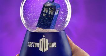 Doctor Who: TARDIS no Globo de Neve