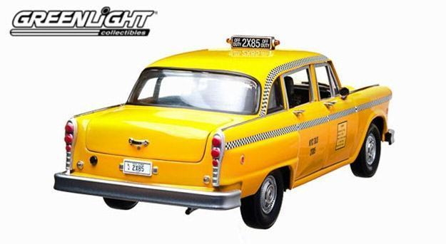 Friends-Phoebe-Buffay-1977-Checker-Taxi-Cab-05