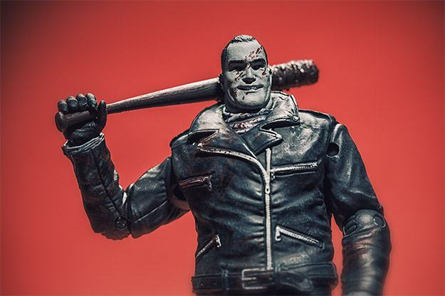 Negan-Action-Figure-McFarlane-Exclusive-02