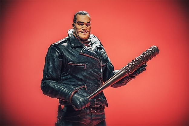 Negan-Action-Figure-McFarlane-Exclusive-03
