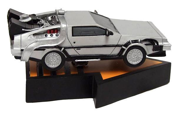 Back-to-the-Future-DeLorean-Time-Machine-Bobble-Head-02
