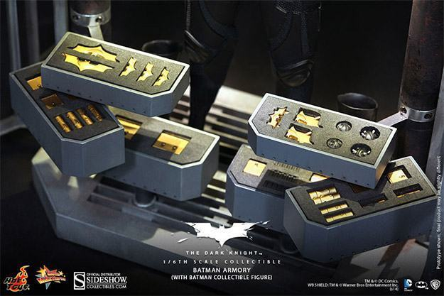 Batman-Armory-Hot-Toys-13
