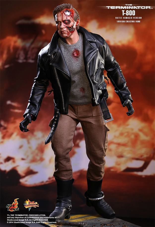 The-Terminator-T-800-Battle-Damaged-Hot-Toys-Figure-01
