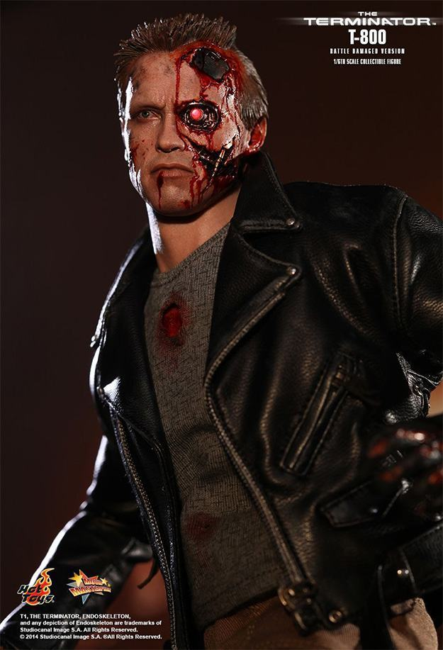 The-Terminator-T-800-Battle-Damaged-Hot-Toys-Figure-04