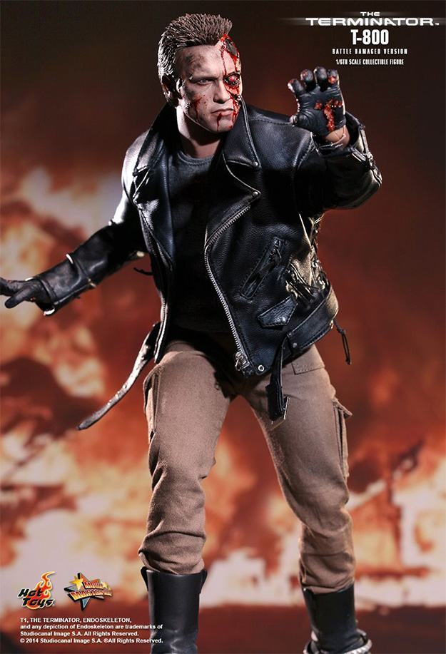 The-Terminator-T-800-Battle-Damaged-Hot-Toys-Figure-05
