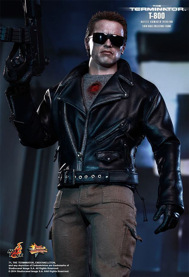 The-Terminator-T-800-Battle-Damaged-Hot-Toys-Figure-07