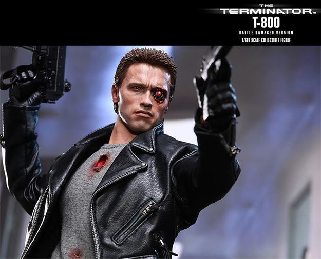 The-Terminator-T-800-Battle-Damaged-Hot-Toys-Figure-08