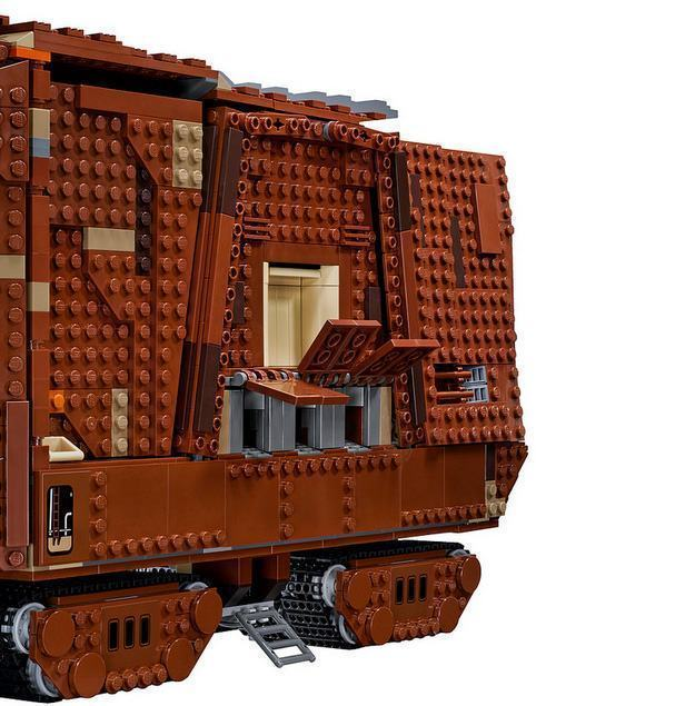 LEGO-Star-Wars-Sandcrawler-08