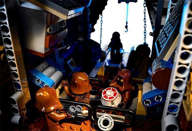 LEGO-Star-Wars-Sandcrawler-09