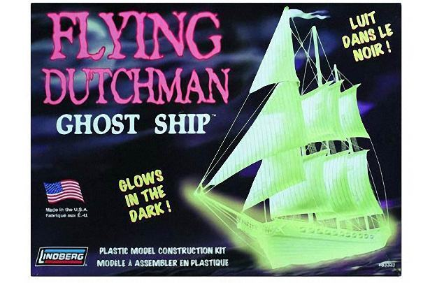 Flying-Dutchman-Glow-in-the-Dark-Ghost-Ship-Model-Kit-01