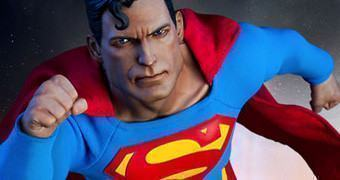 Superman – Action Figure Perfeita Sideshow DC Comics