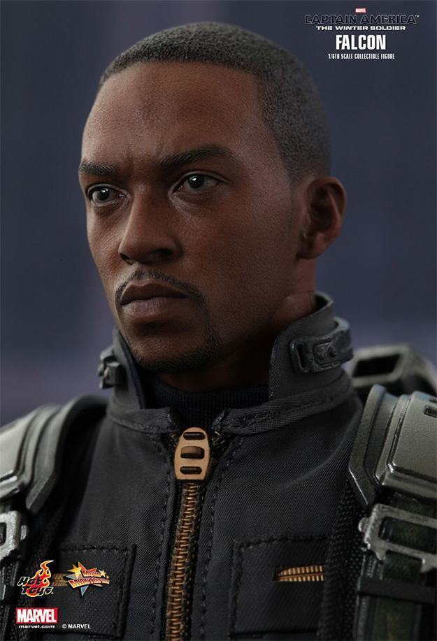 Falcon-Action-Figure-Hot-Toys-02
