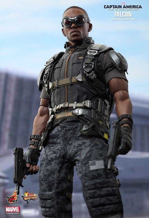 Falcon-Action-Figure-Hot-Toys-03
