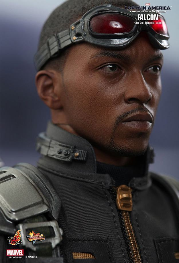 Falcon-Action-Figure-Hot-Toys-04