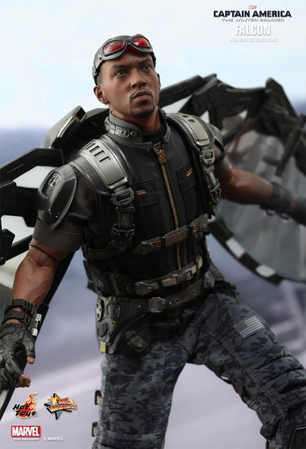 Falcon-Action-Figure-Hot-Toys-09